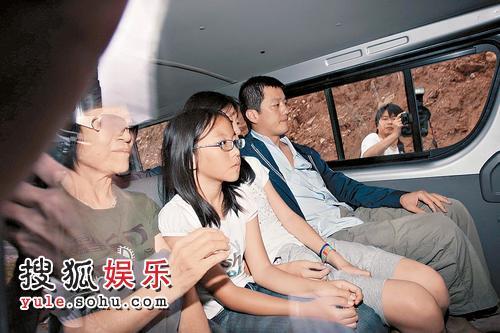 李亚鹏带同窦靖童在不丹四处观光