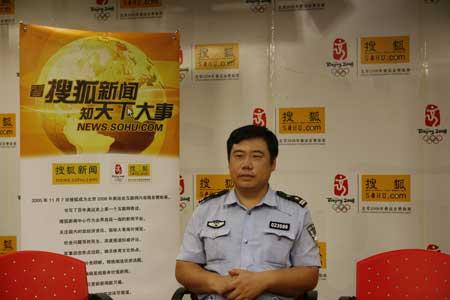 """""""最牛警官""""刘文立做客搜狐新闻直播间。"""