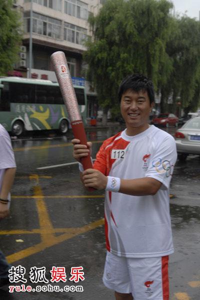 吉林市雨中传火炬