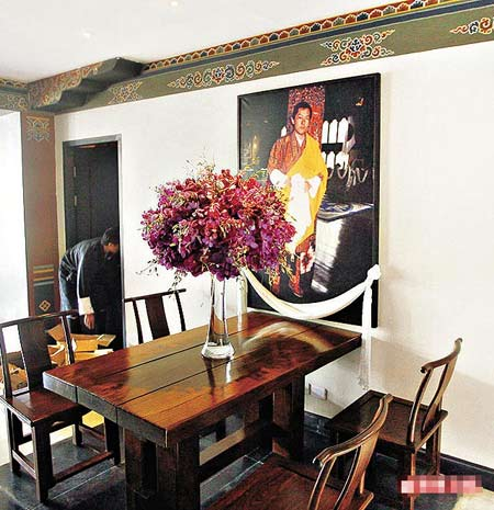 前身为不丹王室成员寓所的UmaParo,酒店一角挂有上任国王的照片