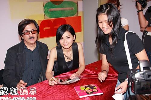 阿Sa与爸爸签售新书