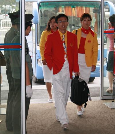 图文:中国奥运代表团成立 队员穿着入场式服装