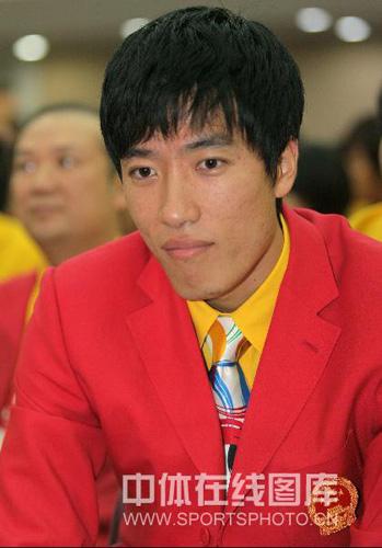 图文:中国奥运代表团誓师大会 刘翔专注神情