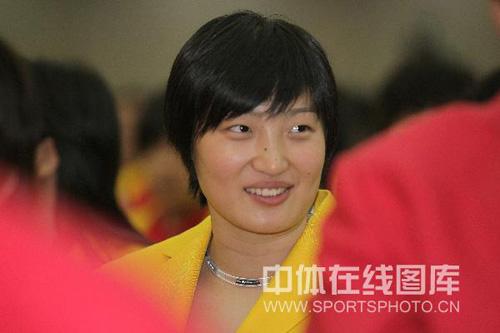 图文:中国奥运代表团誓师大会 女排杨昊心情好