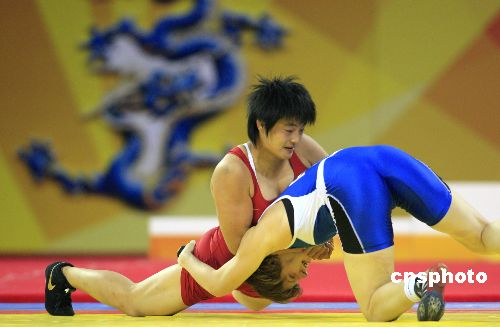 王娇力夺好运北京女子摔跤72公斤级冠军