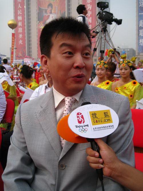 张泽群在接受采访
