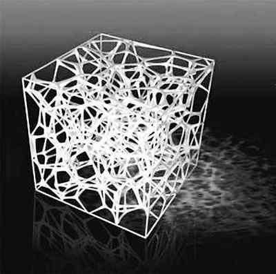 """水分子结构的坠饰来源于""""水立方""""的建筑灵感。"""