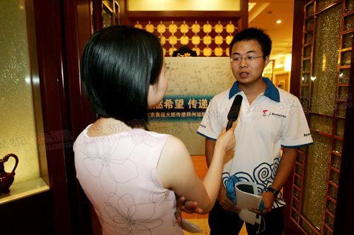 火炬手同济大学学生张成博接受官网记者采访