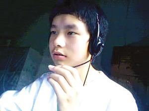 孙涛在上网。