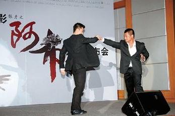 发布会上吴京更即席与同门师兄寇占文对打,非常精采。