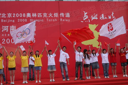 河南大学学生演唱《北京欢迎你》