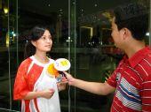 """组图:""""中国最美丽的女记者""""曹爱文接受专访"""