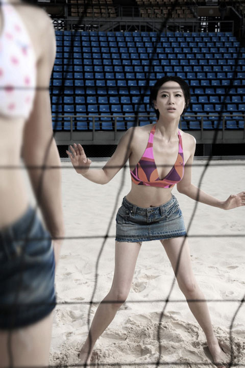 美女打球也性感