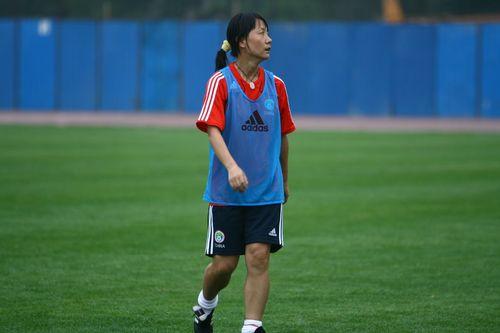 女足赛前训练 王丽萍站位