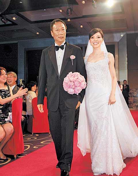 郭台铭与曾馨莹幸福走红毯