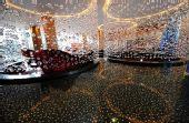 图文:青岛奥运村开村 大厅内的圆柱形帘幕