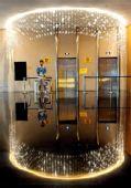 图文:青岛奥运村开村 前厅的电梯出入处