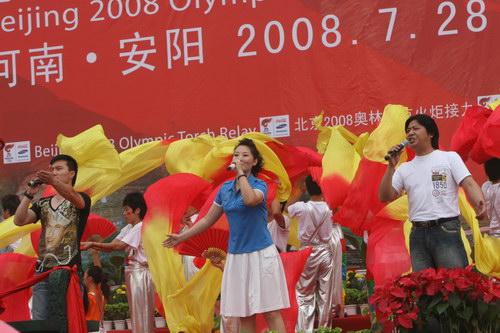 市民歌舞欢庆
