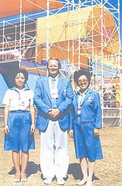 1984年洛杉矶奥运会期间,奥运筹备会组成三人特使团,成员包括杜英慈(右)、李希(中)和张曼君(左),任务是让中国奥运代表团有宾至如归之感。(照片由杜英慈提供)