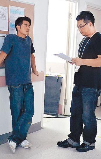 城城在四川赈灾短片《2008分之1》中义务演出。