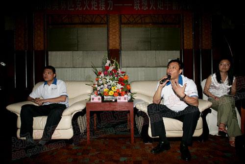 石家庄火炬手联想集团高级副总裁刘军接受记者采访