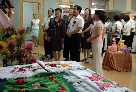 全国妇联副主席赵少华等领导参观家庭才艺展示