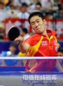 图文:国乒奥运男团热身决赛 大力吃力回球