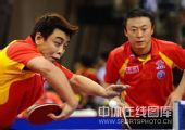 图文:国乒奥运男团热身决赛 王皓潇洒回球