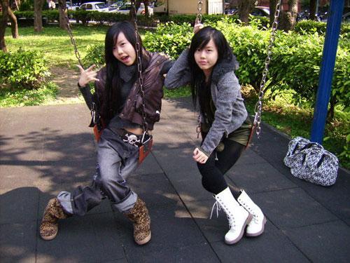 组图:双胞胎组合by2《16未成年》写真 搜狐娱乐