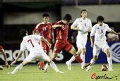 图文:[热身]国奥VS塞尔维亚 蒿俊闵连过两人