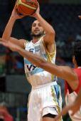图文:阿根廷队战胜伊朗队 吉诺比利跳投