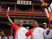 图文:奥运圣火在秦皇岛传递 火炬手聂瑞平