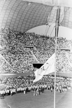 图为慕尼黑奥运会降半旗悼念遇害的以色列运动员