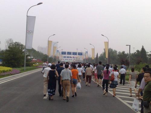 图文:奥运会开幕式彩排 参与人员徒步走向鸟巢
