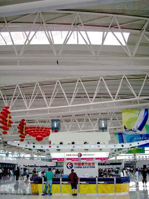 青岛机场宽敞的大厅