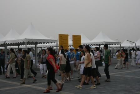 图文:奥运专线遇下班晚高峰 观众不断入场