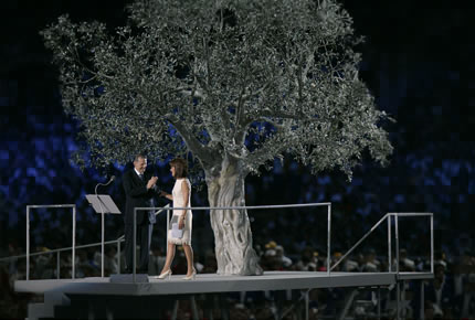2004年8月13日,雅典奥委会主席的致辞赢得了罗格的掌声