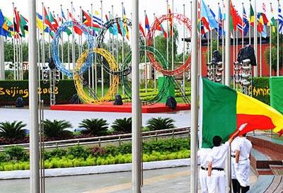 北京奥运村举行升旗仪式