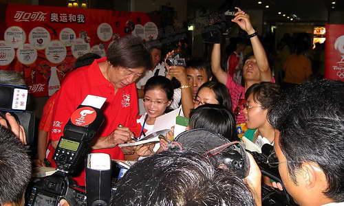 火炬手大会上受到热捧的冯骥才老先生