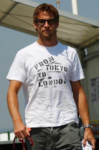 图文:F1匈牙利大奖赛赛前 巴顿来到赛场