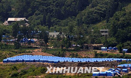 6月5日,汶川县漩口镇受灾群众安置点。新华社记者 李尕 摄