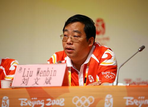 北京奥组委体育部副部长刘文斌答记者问(吕凤泉 摄)