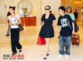 组图:刘嘉玲逛奥运村 想和老公一同看刘翔比赛