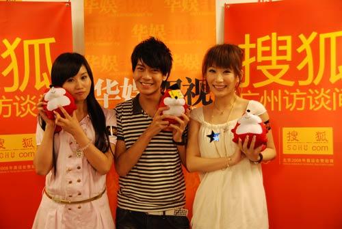 左起:黄铃智、延滨、胡盼