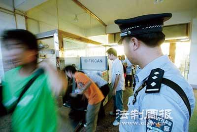 长途汽车站是民警防控的重点
