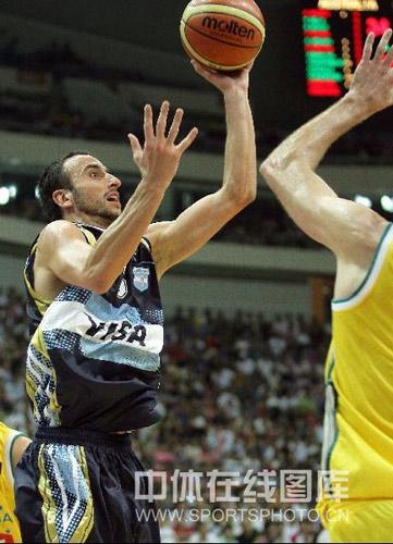 图文:阿根廷VS澳大利亚 吉诺比利上篮