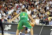 图文:美国男篮VS立陶宛  科比欲带球突破