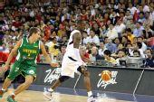 图文:美国男篮VS立陶宛  科比迂回战术