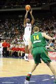 图文:美国男篮VS立陶宛  詹姆斯跳投