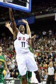 图文:美国男篮VS立陶宛  霍华德强势上篮